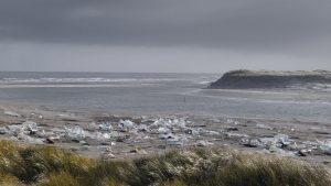 Dansk professor forbløffes over sejlivede myter om plastik i havet