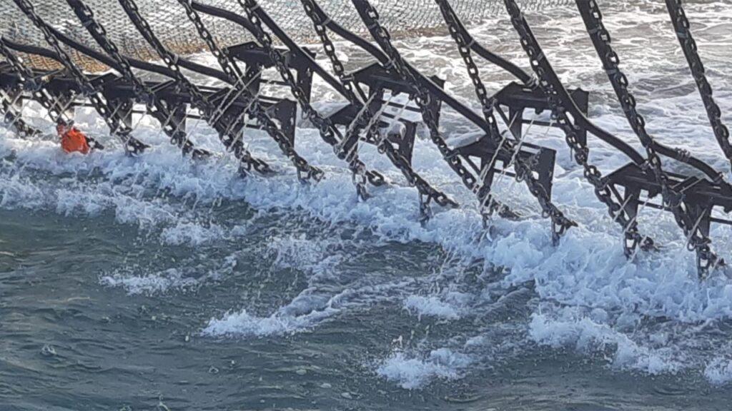 Holland: Fra elektrisk bom-fiskeri til bomme med vandsprayer foto: Visserijnieuws.nl - Gijsbert van der Bent